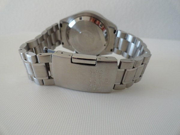 contrefaçon Moonwatch Omega Backside