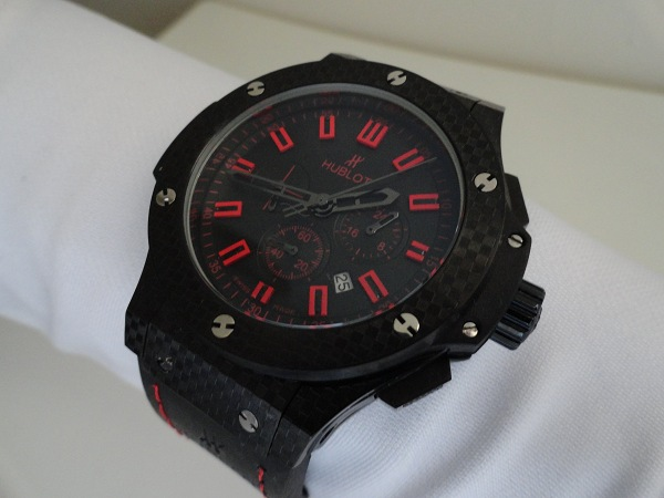 Hublot Big Bang Magie Rouge carbone replique montre