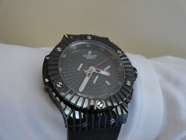 Replique Caviar noir montre photo examen